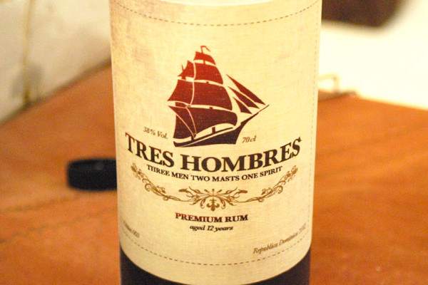 tres-hombres-12-2012-large