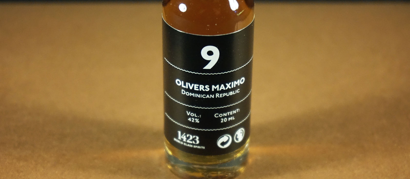 24 Days of Rum 2017: Dag 9 – Olivers Maximo